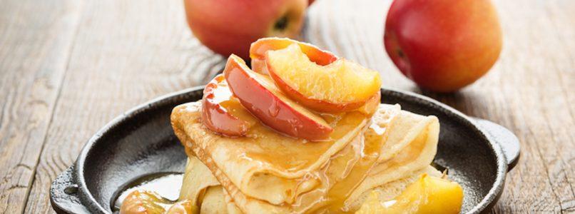 Crêpes alle mele caramellate: pochi ingredienti, tanto comfort food!