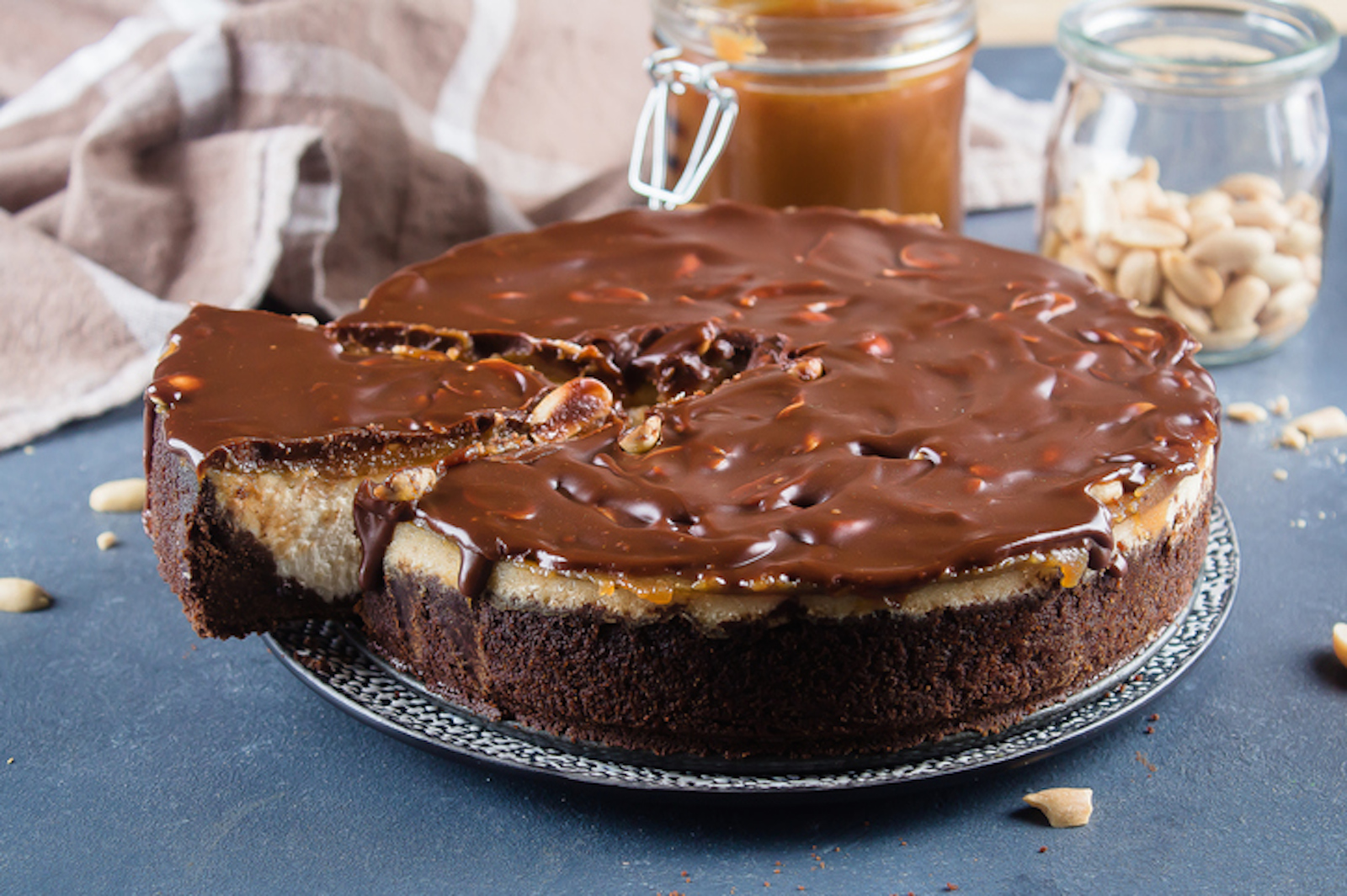snickers-cheesecake