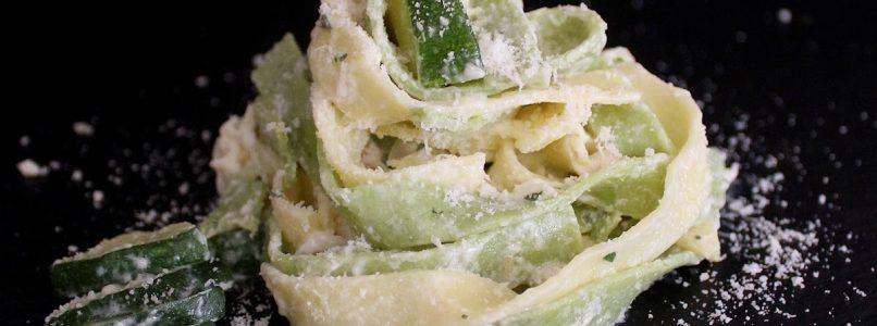 Anna in Casa: ricette e non solo: Paglia e fieno con cacio e zucchine