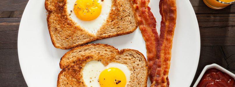 Egg in a hole: come cuocere l'uovo in un buco