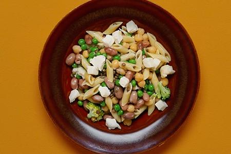 Legumi, broccoli e cavolfiore per una pasta light
