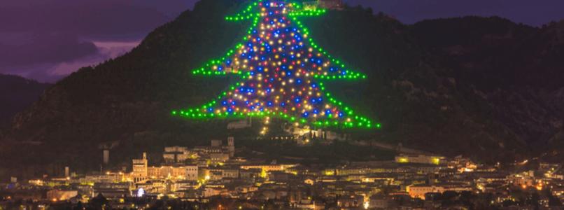 Lo spettacolo dell'albero di Natale di Gubbio