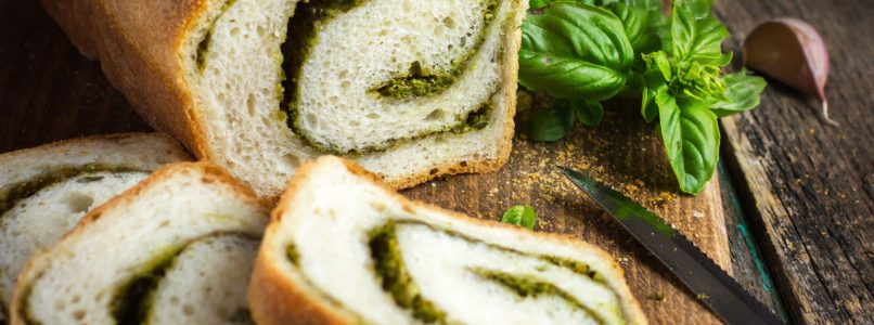 Pane al pesto, per un aperitivo rustico che sa di casa
