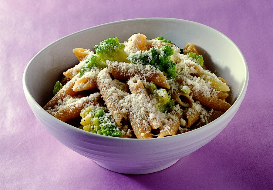PENNE INTEGRALI CON BROCCOLO ROMANO