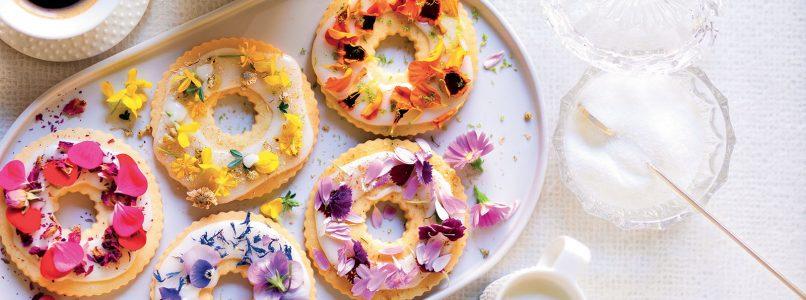 Ricetta Ciambelline di frolla con glassa di zucchero fiorita