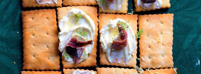 Ricetta Cracker con spuma di burro e acciughe