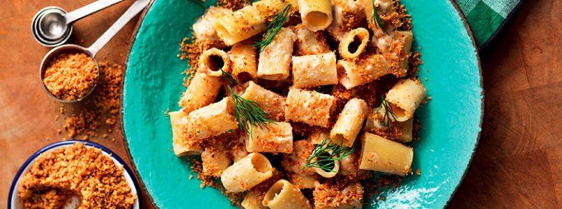 Ricetta Mezze maniche alla «bagna caôda» e briciole piccanti