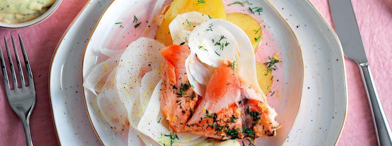Ricetta Salmone e patate in cartoccio aromatico